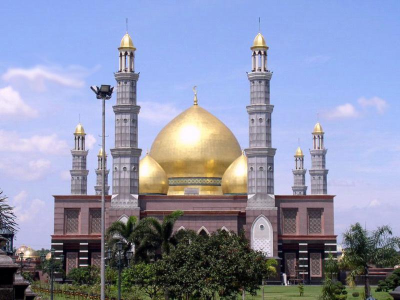 gambar orang beribadah agama islam}