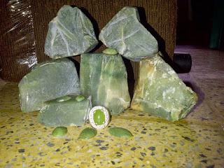 Bongkahan Bahan Batu Akik Sungai Dareh