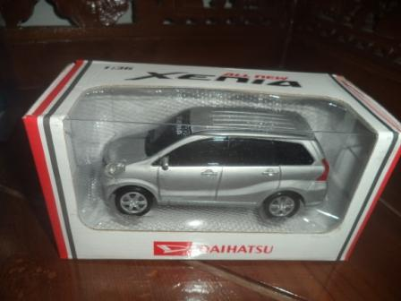 Mainan miniatur mobil Xenia