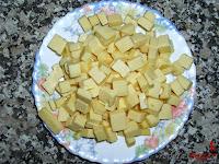 Tortilla española con queso y baicon-queso picado