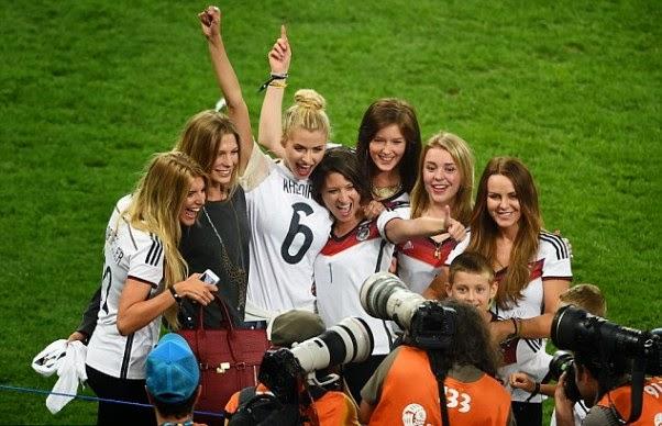 các nàng WAGs xinh đẹp đã đóng một vai trò không nhỏ trong chiến thắng lịch sử của đội tuyển Đức trong trận chung kết World Cup 2014.