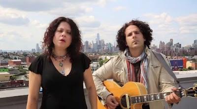 Israelenses Neshama Carlebach e Josh Nelson cantam em São Paulo