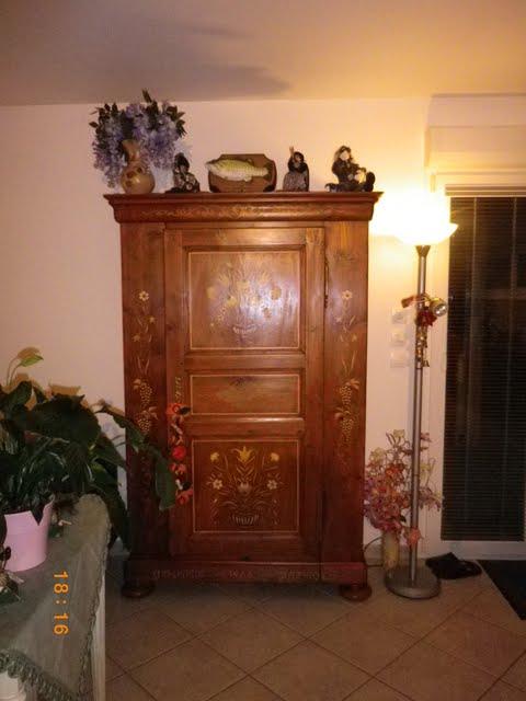 mirage au dessus des nuages sage n1 peinture sur une armoire en bois d 39 alsace. Black Bedroom Furniture Sets. Home Design Ideas
