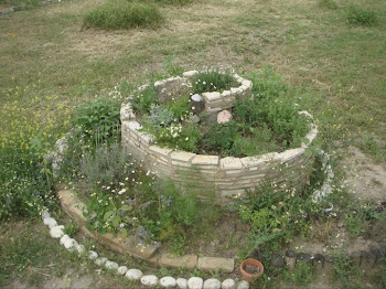 Permaculture ... beautiful gardens [click pic]