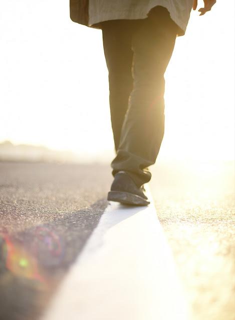 walking meditation buddhism mindfulness relaxation happiness