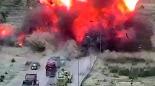 Το τανκ του αιγυπτιακού στρατού συνέθλιψε το αυτοκίνητο, στο οποίο επέβαιναν τέσσερις ένοπλοι καμικάζι έτοιμοι να πυροδοτήσουν τα εκρηκτικά...
