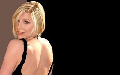 Sarah Chalke Shows Back Wallpaper