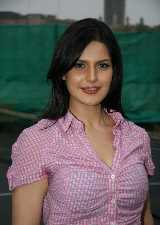 zarine khan bra size | zarine Khan Breast Size
