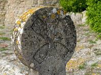 Detall de la tomba reconstruïda de la Tossa