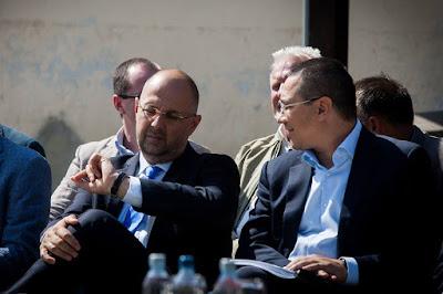 Victor Ponta, PSD, Rovana Plumb, DNA, Ponta-Johannis konfliktus, Ponta-demisie