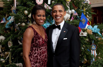 Michelle and Barack Obama infront of their pre-tax tree