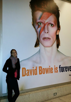 melanie.ps posing outside David Bowie Is exhibit at the Art Gallery of Ontario, Toronto. Fashion blogger