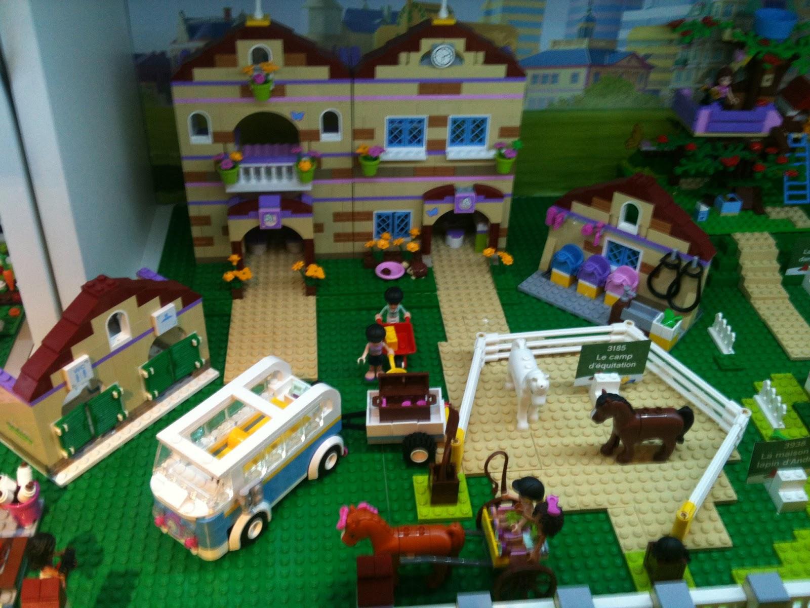 ces doux moments lego f te ses 80 ans et ouvre son premier lego store en france. Black Bedroom Furniture Sets. Home Design Ideas