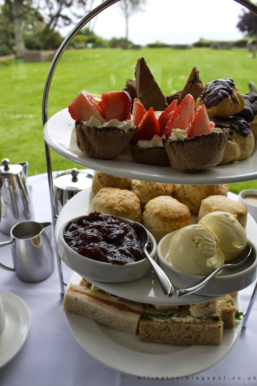 lifestyle, Lyme Regis, sea, seaside, weekend away, travel, UK, UK travel, afternoon tea, fish and chips, coast