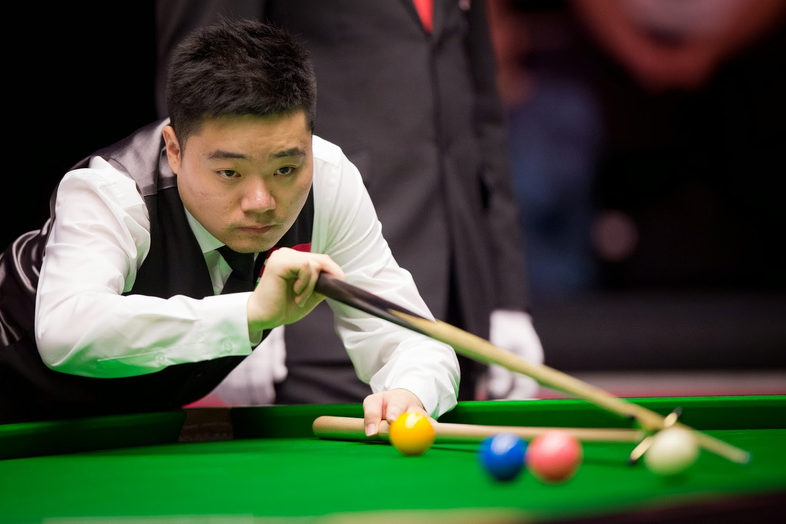 Ding Junhui, China, England, Shaun Murphy, Masters, Snooker, Tournament, Alexandra Palace, London, 2014, Umpire, Referee, Sports,