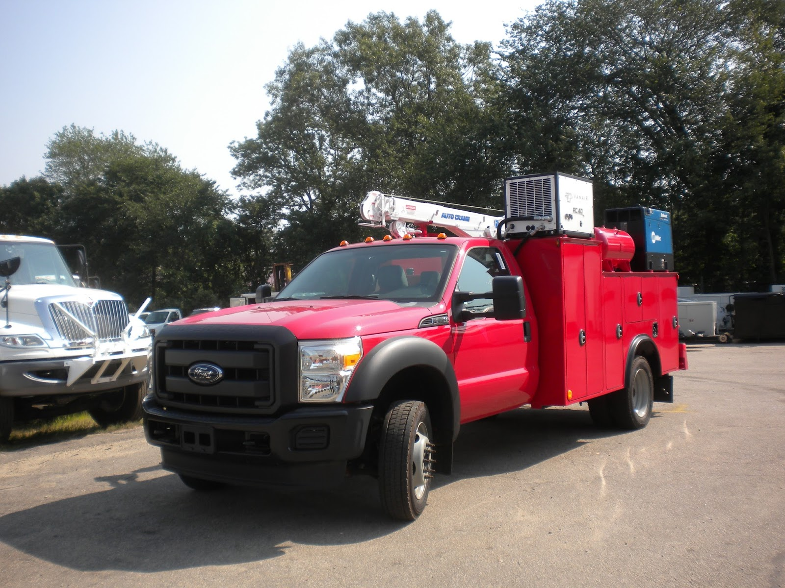 A fully functional ford f550 work truck crane welding service body