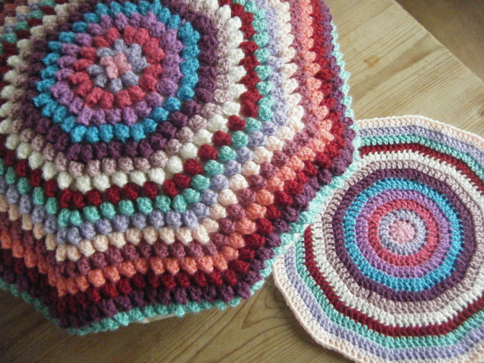 Amigurumi Bobble Stitch : Betsy Makes ....: Crochet Bobble Cushion