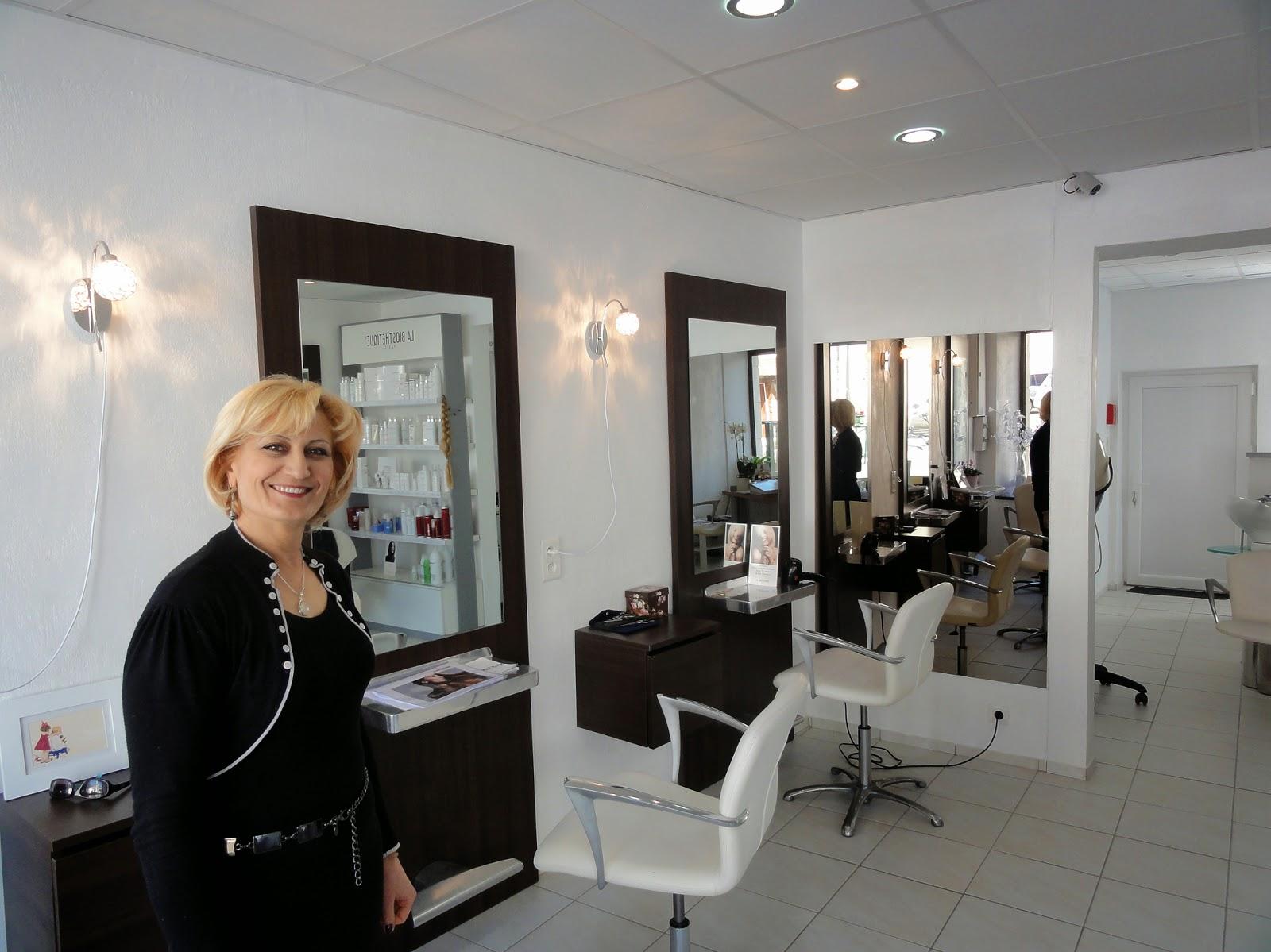 Vie de nos villages cheverny cour cheverny line beaut for Un salon de coiffure