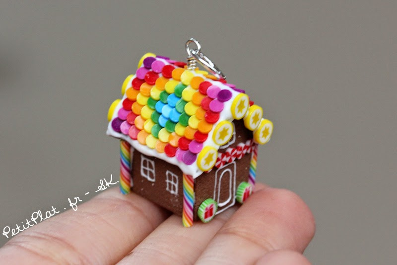 Miniature Gingerbread House Pendant / Maison en Pain d'Epices Miniature