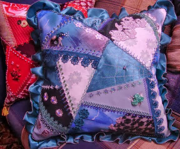 Подушка из кусков ткани