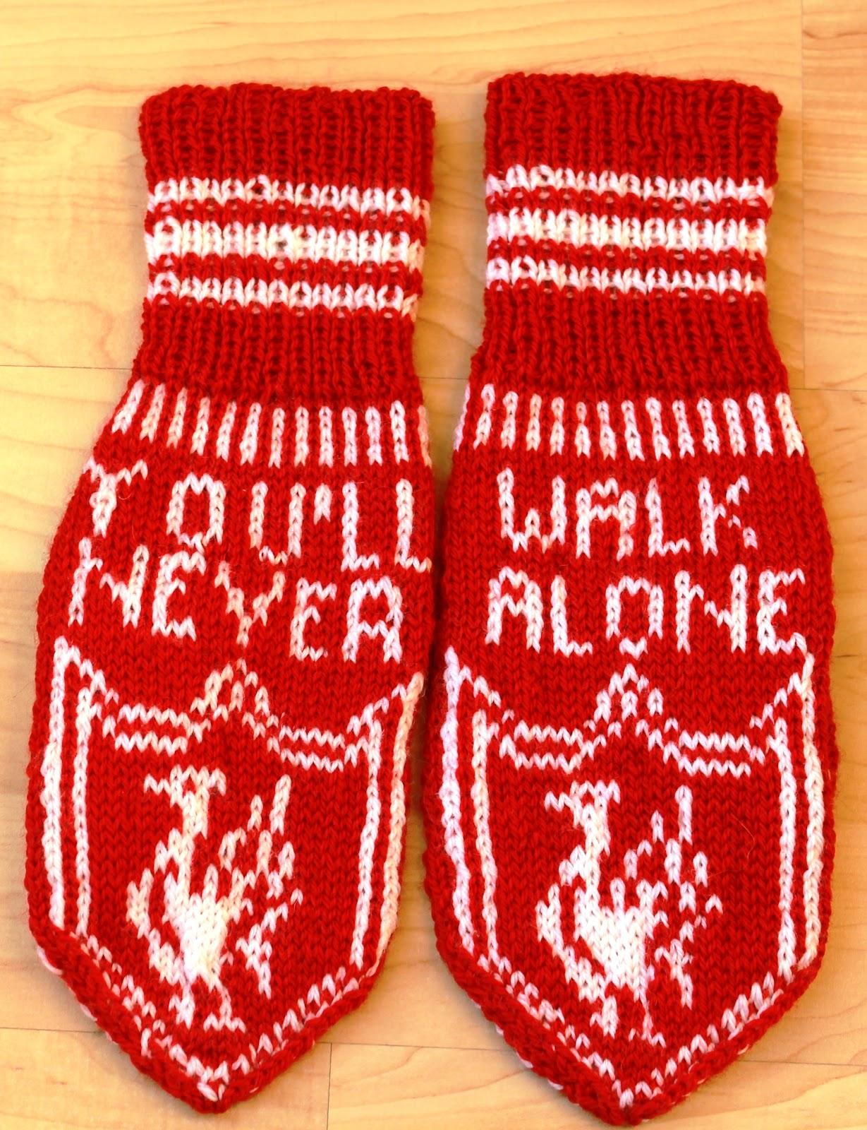 Liverpool Knitting Patterns : Ingridstua: Votter til fotballsupportere i familien
