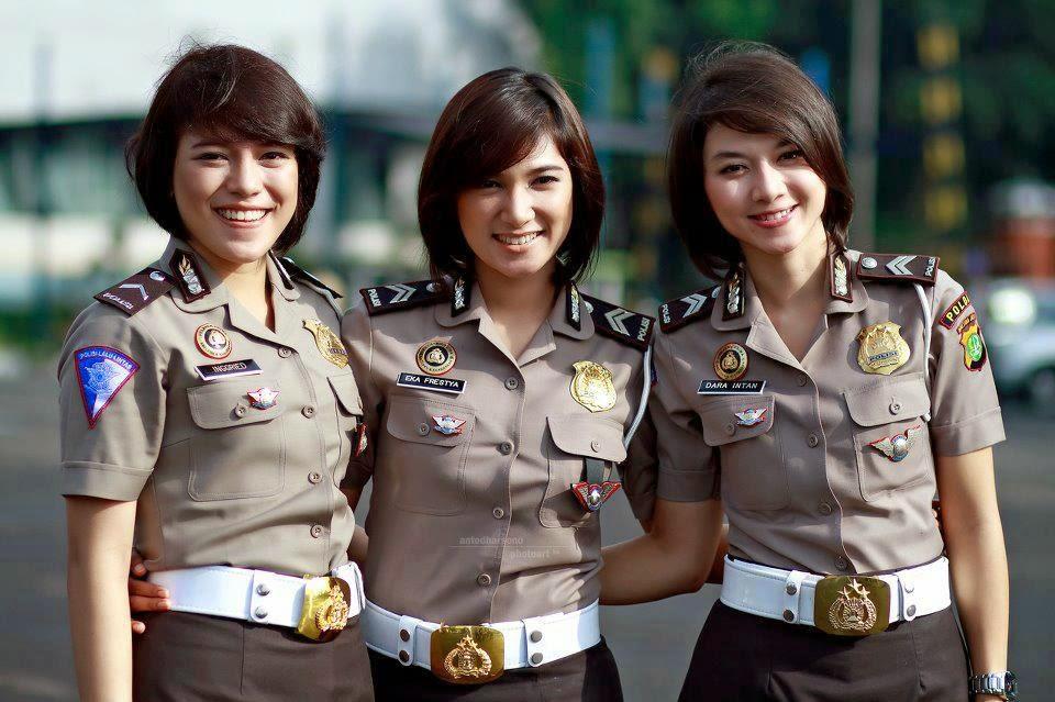 Teras Erwin: Military Women Around The World