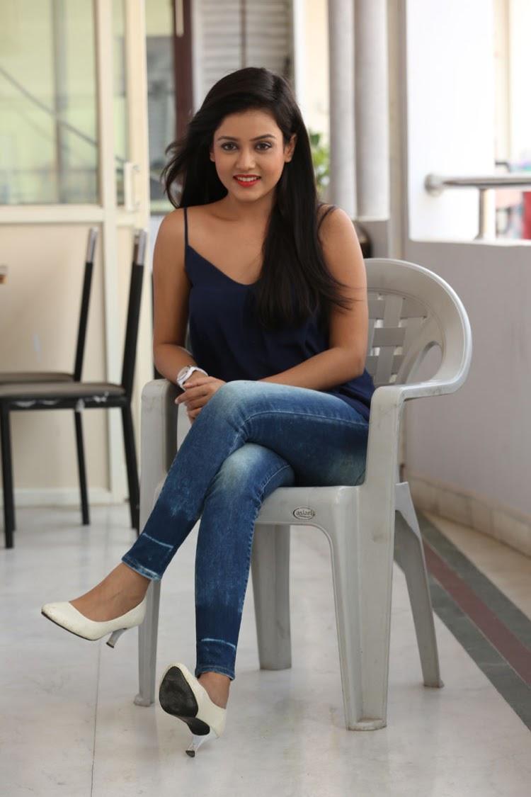 Mishti Chakraborthy latest dazzling pics-HQ-Photo-9
