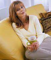 Caminar, bueno para aliviar los sintomas de la menopausia. Como afecta la menopausia a los huesos y articulaciones