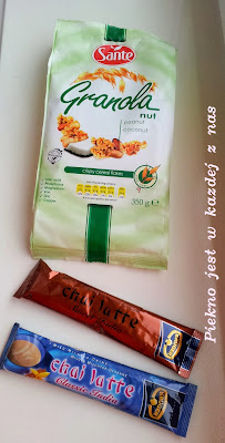 Granola z Sante i chai latte Kruger