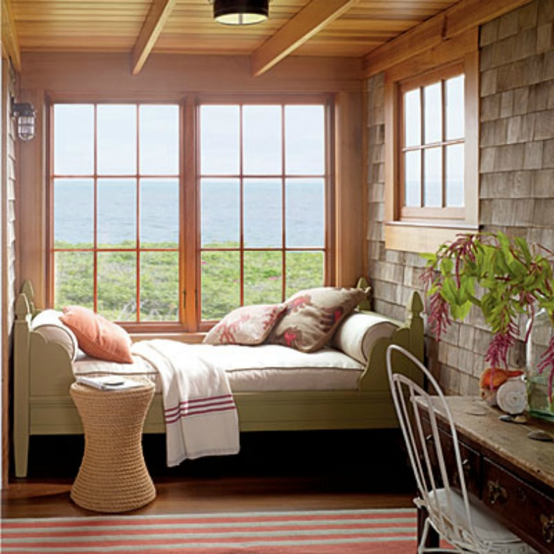 Nantucket style lanai with daybed