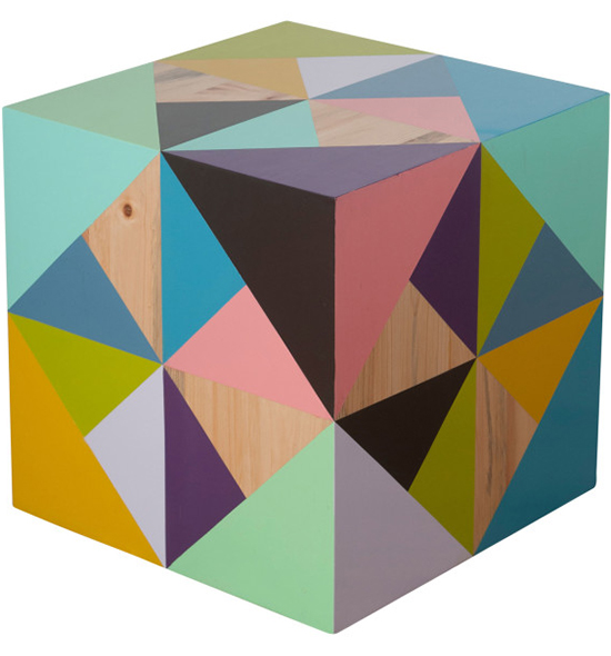 cubo colorido, pintura com grafismo, grafismo, movel colorido, cores, pintar madeira