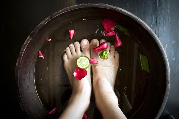 Sete cuidados que seus pés merecem