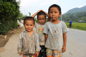 Thai ethnic minority children in Tú Lệ town