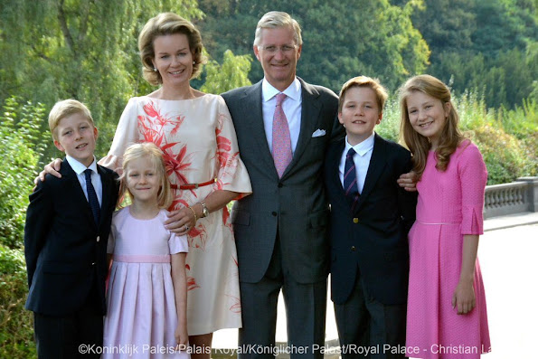 The official Twitter account for Belgium Royal Palace posted a new family photo of King Philippe and Queen Mathilde of Belgium and their children Crown Princess Elisabeth, Prince Gabriel, Princess Eleonore and Prince Emmanuel