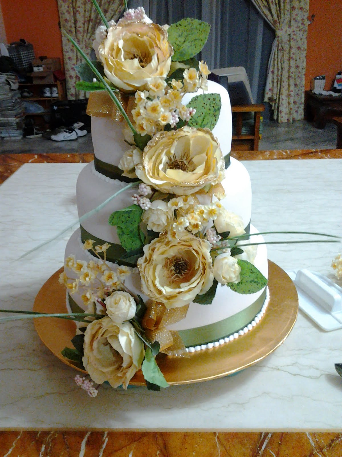 homemade sweet treats wedding cake delivered to maeps