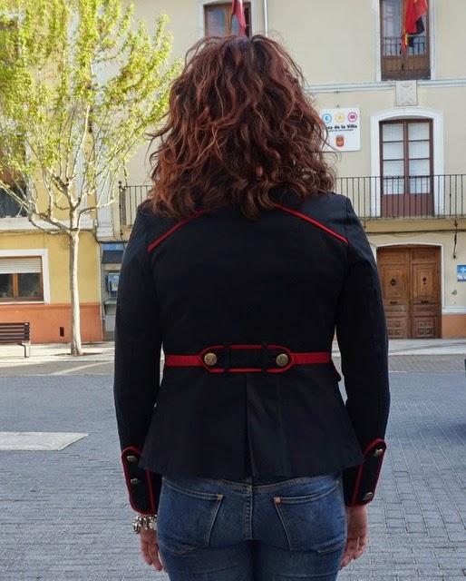 chaqueta marinera azul y roja