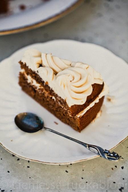suklaakakku täytekakku