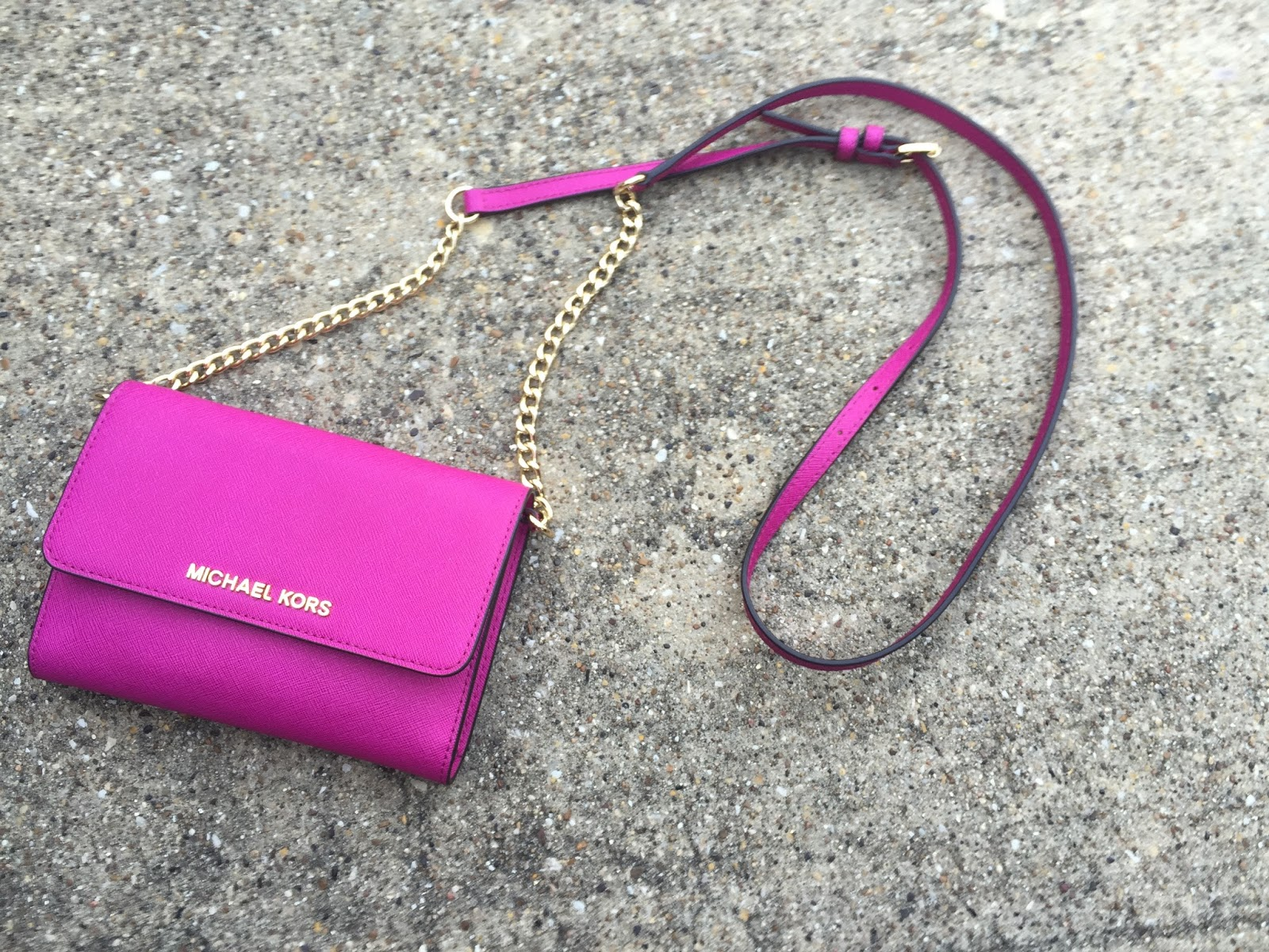 Michael Kors Jet Set Travel Large Phone Crossbody Bag In Small Satchel Pink Having This Has Rekindled My Love For Compact Bags Im Thinking Of Buying The Mk Cindy Dome Cross Body Next