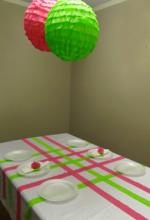 Parties for pennies this ain 39 t yo mamma 39 s streamers for Balloon and streamer decoration ideas