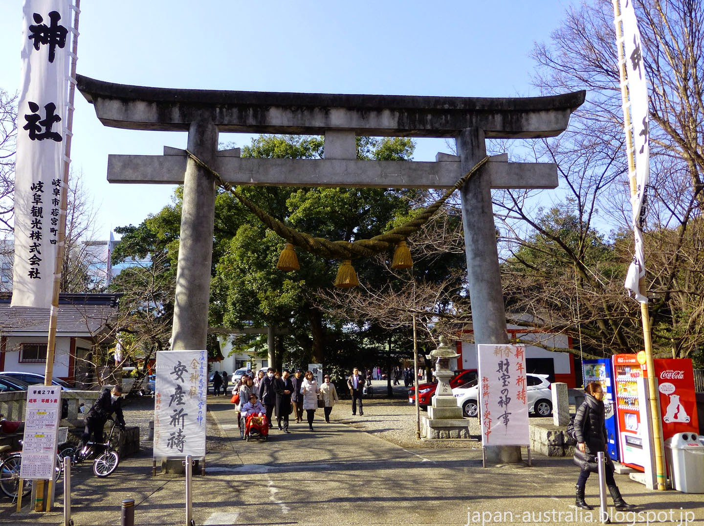 the Main Shrine Gate at Kogane Jinja