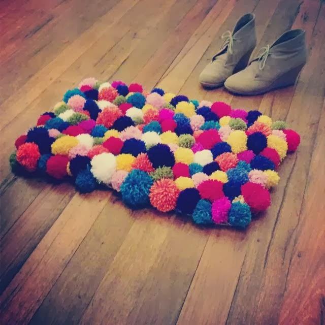 DIY tapis pompons