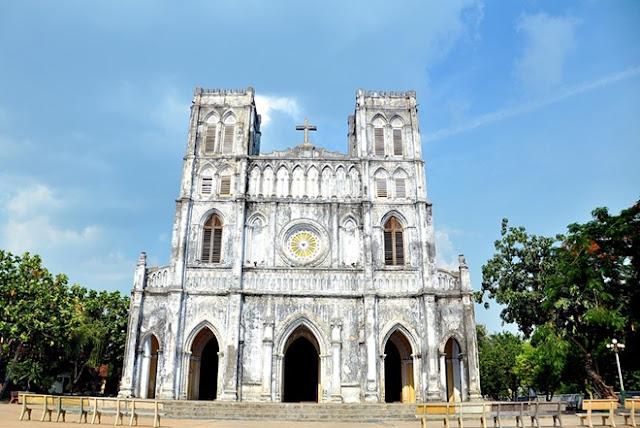 Nhà thờ đá Mằng Lăng ở Phú Yên.