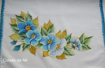 """pano de copa com pintura de flores silvestres azuis"""