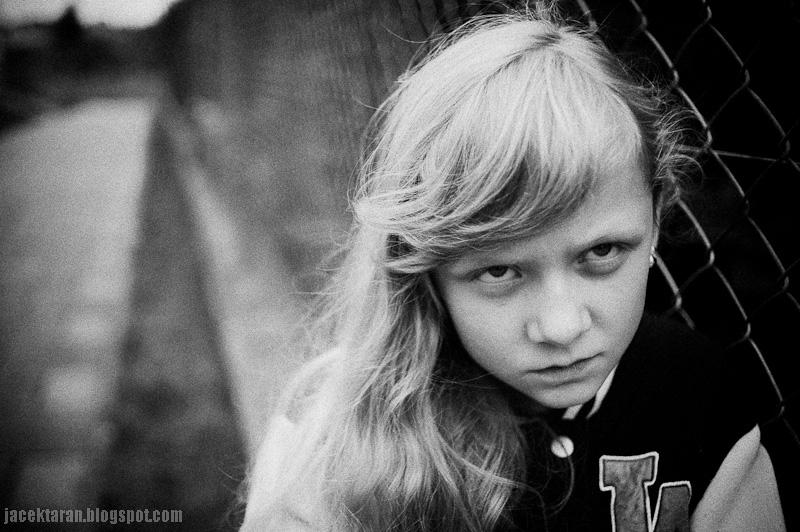zdjecia dzieci, krew, fotograf krakow, fotografia czarno-biala, fotografia portretowa