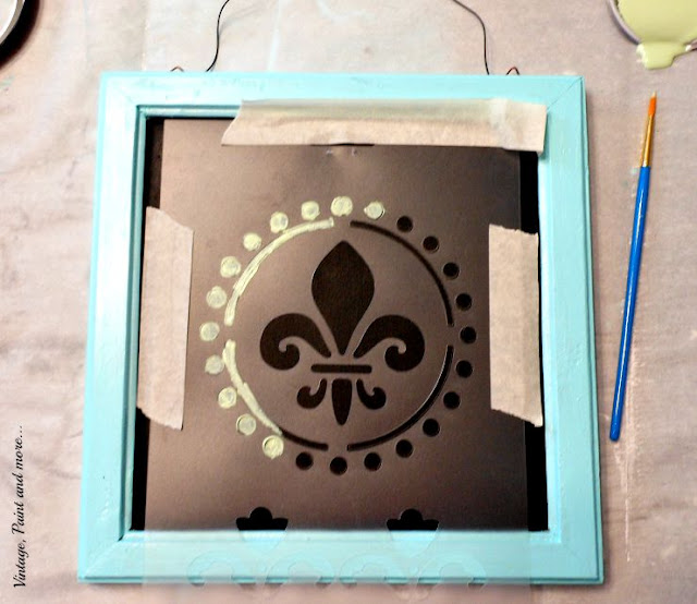 Vintage, Paint and more... stenciling on a fabric canvas