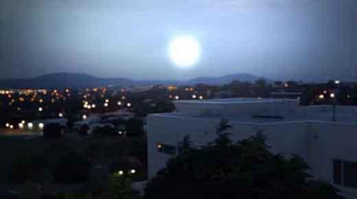 Misteriosa luz brillante sobre Canberra fue OVNI saliendo de un portal estelar