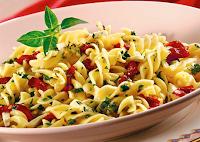 Salada de Macarrão com Tomate-Seco (vegana)