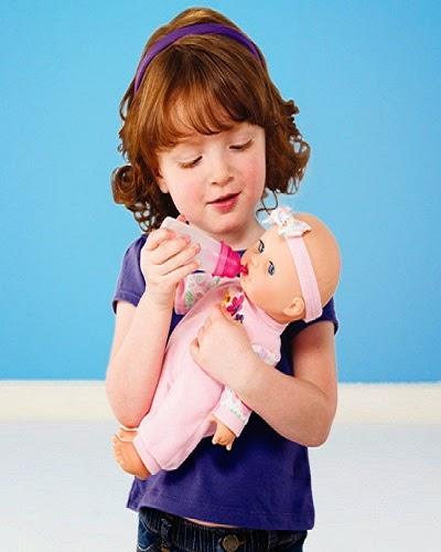 Photo bébé 3 ans avec sa poupée