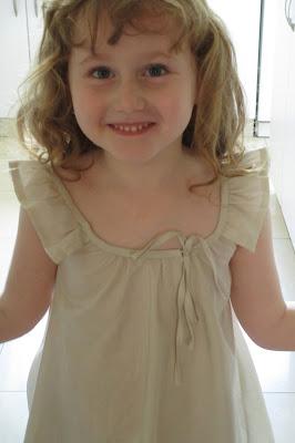 שמלה לבנה לילדה