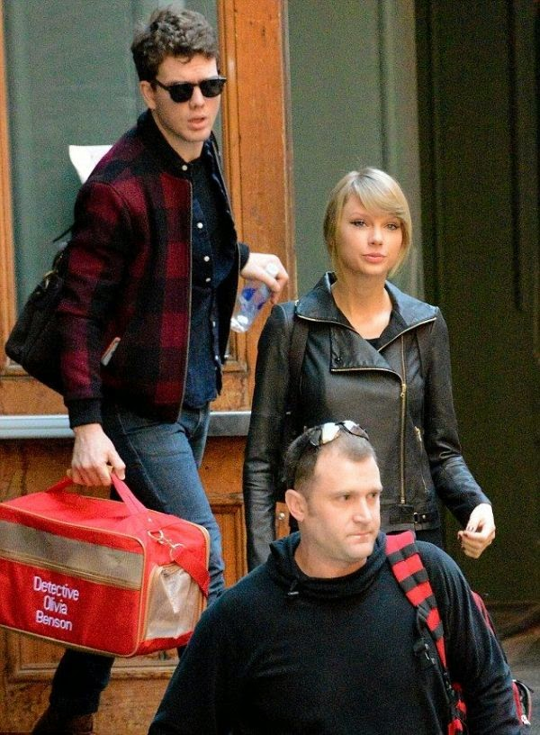 It's definitely was Taylor Swift as she stepped out by herself from her apartment at New York, NY, USA on Friday, December 26, 2014.